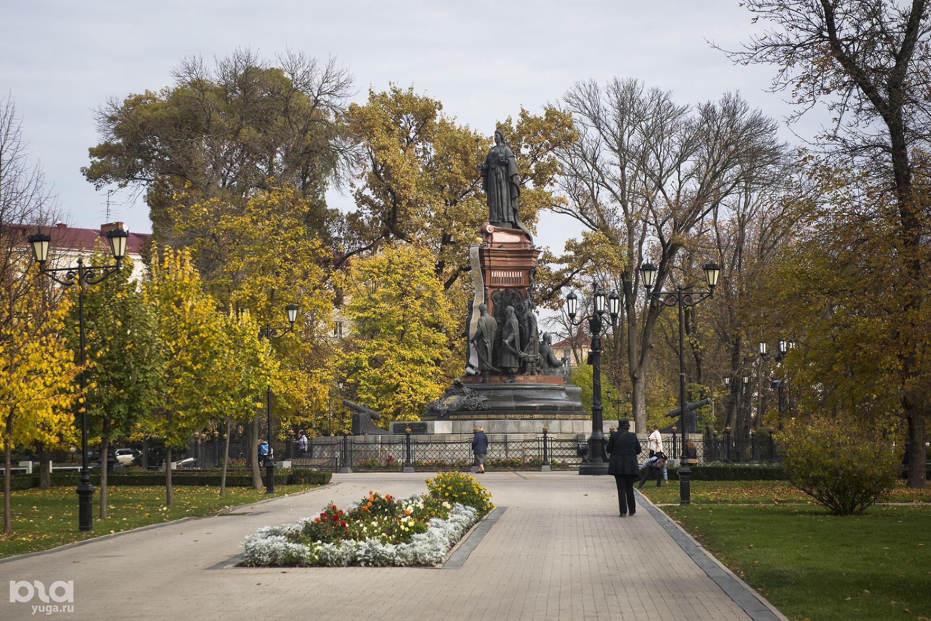 Сквер с Екатериной II ©Фото Елены Синеок, Юга.ру