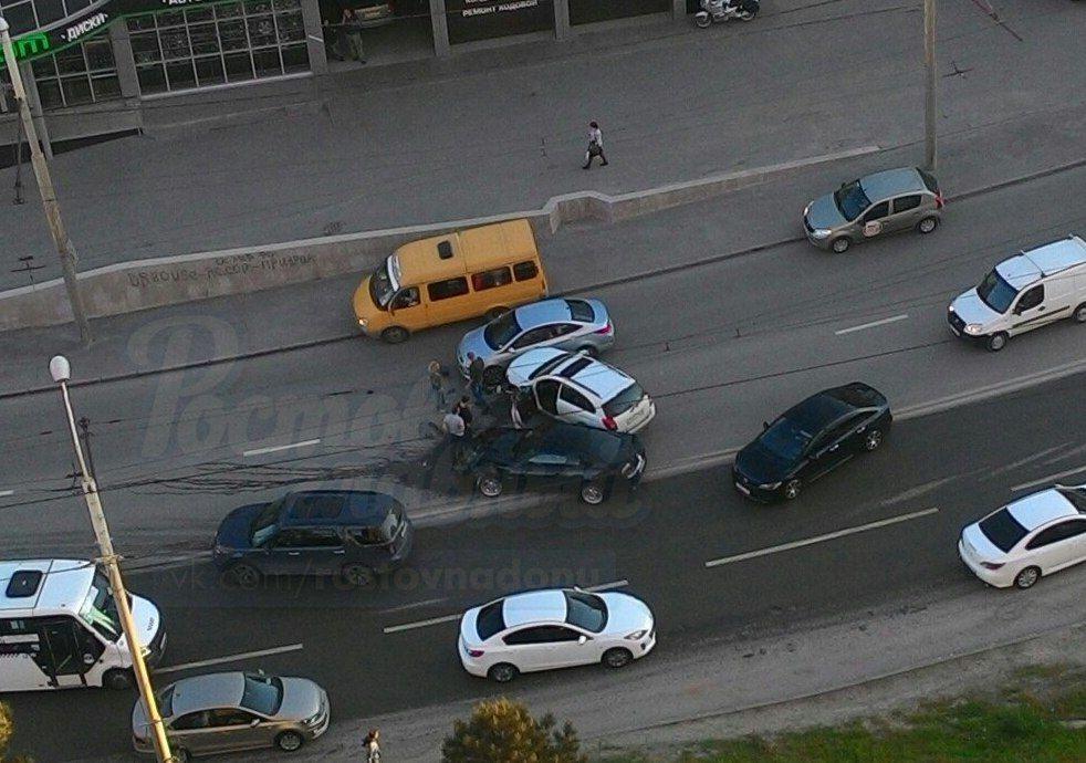 ВРостове-на-Дону случилось тройное ДТП повине Форд Mustang