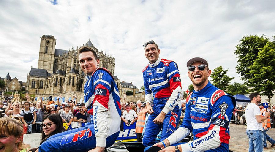 Михаил Алешин, Виталий Петров и Дженсон Баттон ©Фото LAT Images / ru.motorsport.com