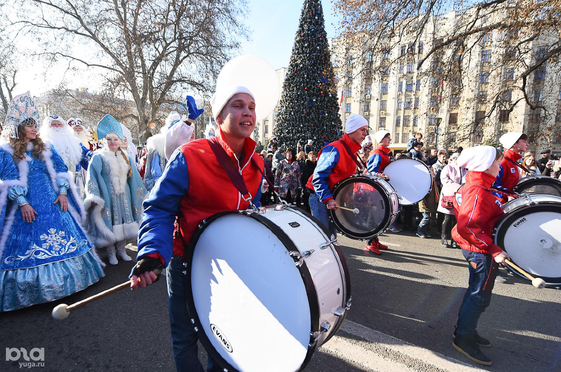 Парад Дедов Морозов, декабрь 2019 года ©Фото Елены Синеок, Юга.ру