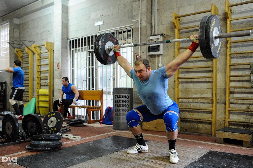 упражнения по тяжелой атлетике на тренажерах фото беседка