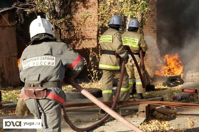 ВРостове 5 часов тушили пожар наскладе