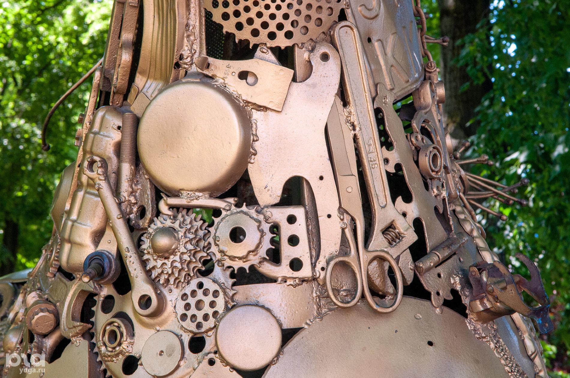Скульптура «Механическая кобыла» в Молодежном сквере ©Фото Дмитрия Пославского, Юга.ру