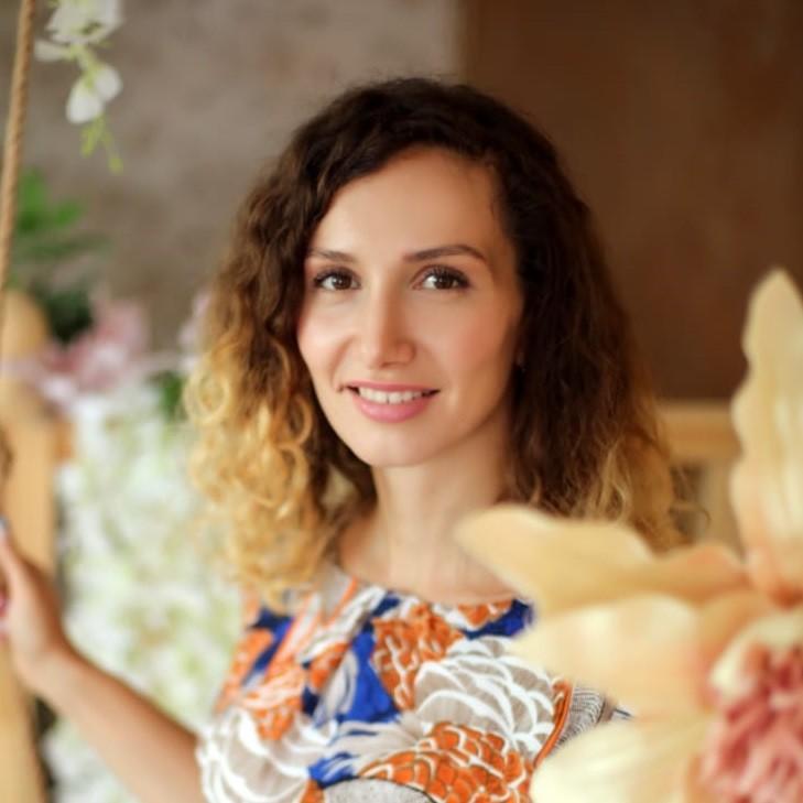 Юлия Стратонова