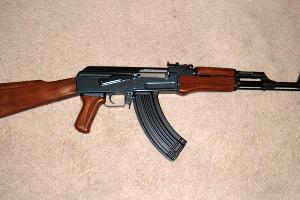 Электропневматический автомат АК-47 ©Фото с сайта wikimedia.org