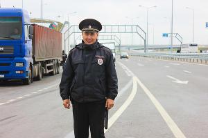 Транспортная полиция патрулирует дороги в районе города Анапа ©Фото пресс-службы УТ МВД России по ЮФО
