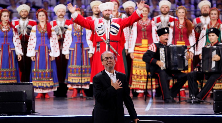 Виктор Захарченко на концерте Кубанского казачьего хора ©Фото пресс-службы администрации Краснодарского края