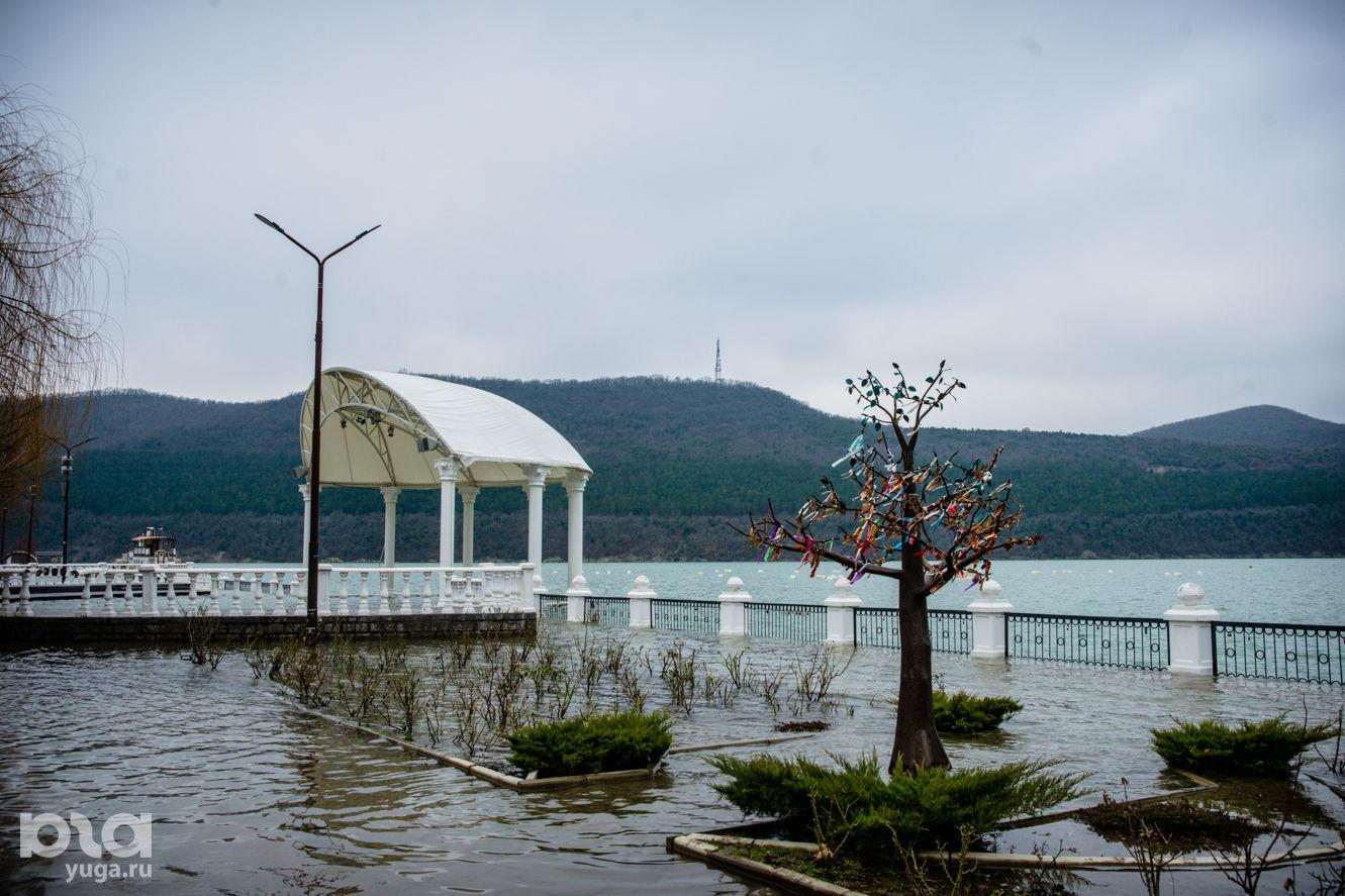 Набережная озера Абрау ©Фото Евгения Мельченко, Юга.ру