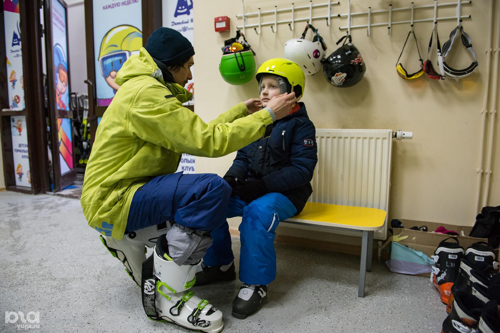 Слава Литвинов в пункте проката снаряжения ©Фото Екатерины Лызловой, Юга.ру
