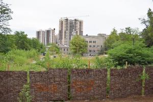 Пустырь на месте снесенного ресторана «Рыцарский зал»  ©Фото с сайта «Эковахты», http://ewnc.org/