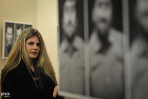 """Выставка эмоциональных портретов """"Первые лица"""" ©Елена Синеок, ЮГА.ру"""