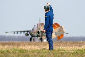 На Кубани завершается подготовка летчиков к параду Победы в Москве ©Антон Гарник, ЮГА.ру
