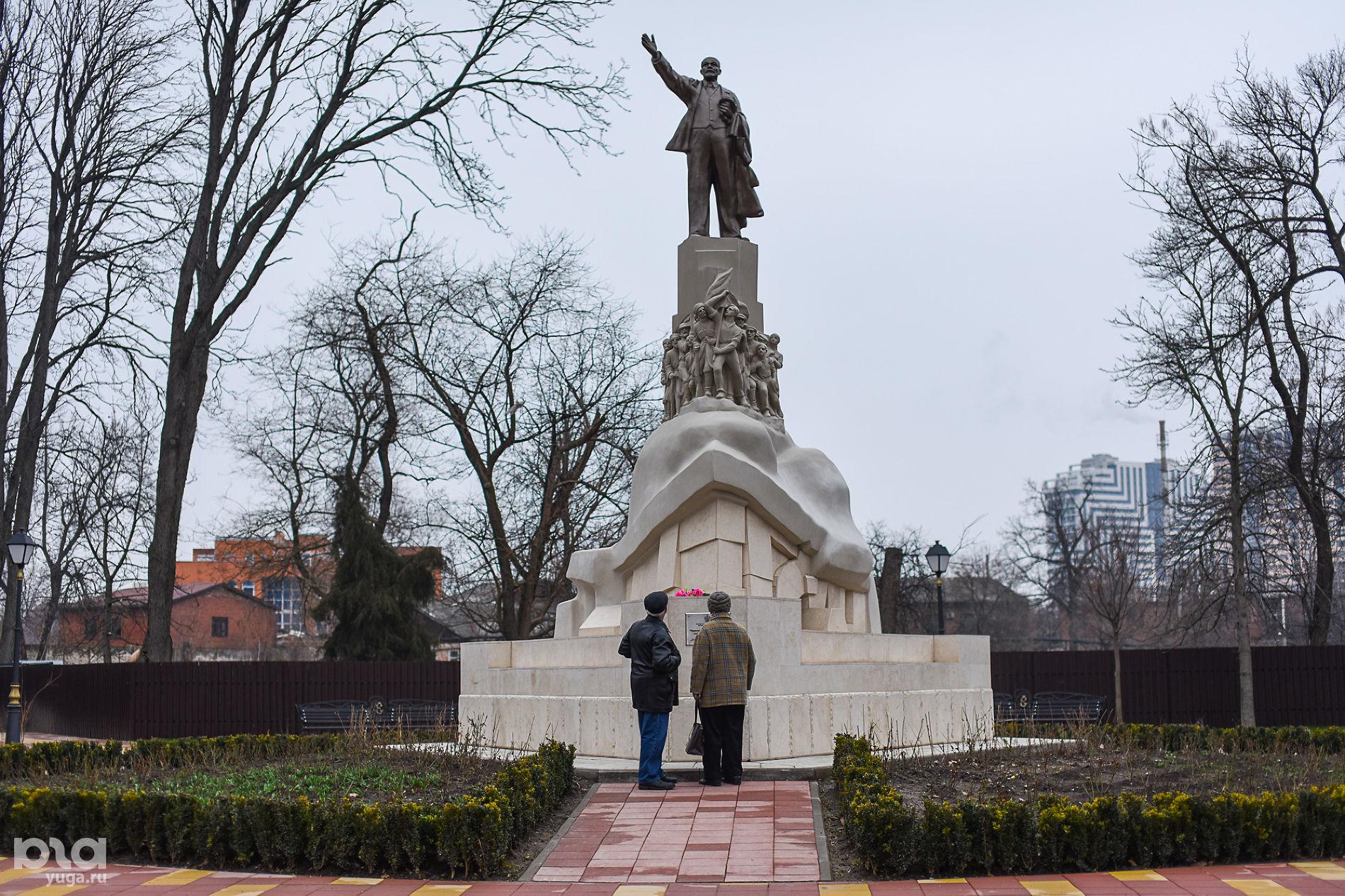 Памятник Ленину в Вишняковском сквере ©Фото Елены Синеок, Юга.ру