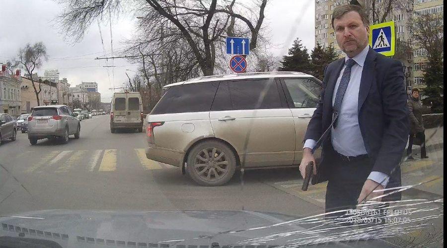 Депутат с пистолетом ©Фото предоставлено очевидцем