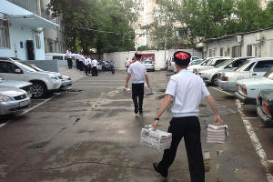 """Казаки изымают тираж газеты """"За Навального!"""" ©witter.com/harchenko963"""