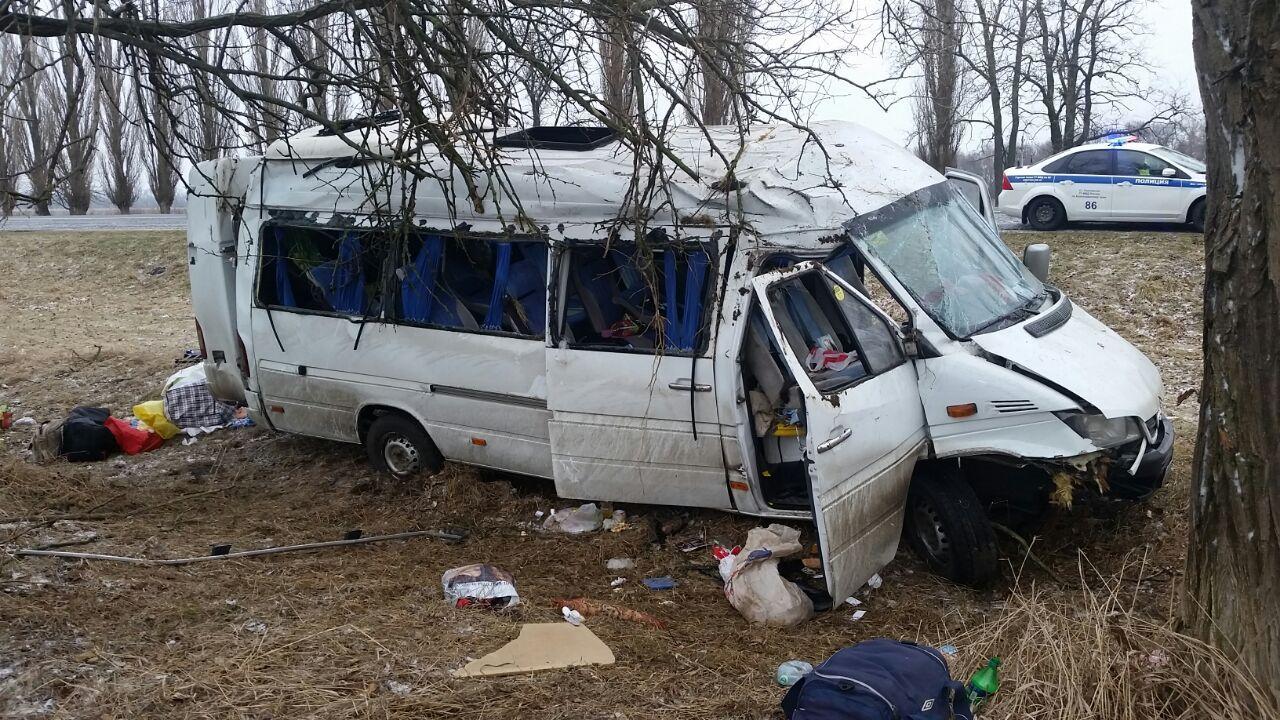 Микроавтобус рейса Ереван-Санкт-Петербург попал вДТП Краснодарской области