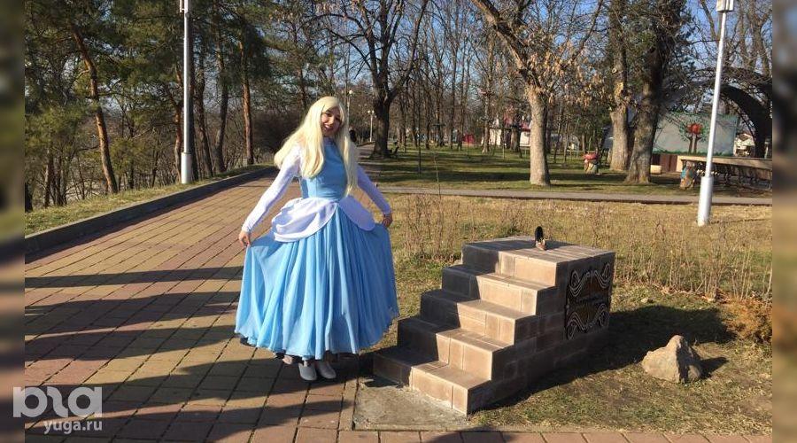 Скульптура «Туфелька Золушки» в Майкопе ©Фото Елены Малышевой, Юга.ру