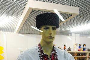 Магазины. Где кроме прочего можно купить русскую рубаху  ©Елена Синеок, ЮГА.ру