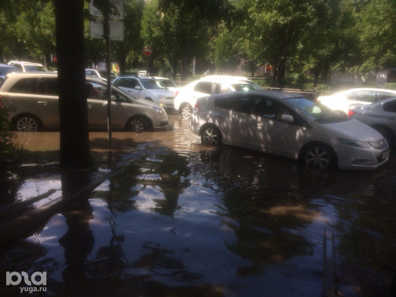 Район улицы Ставропольской после дождя ©Фото Елены Синеок, Юга.ру