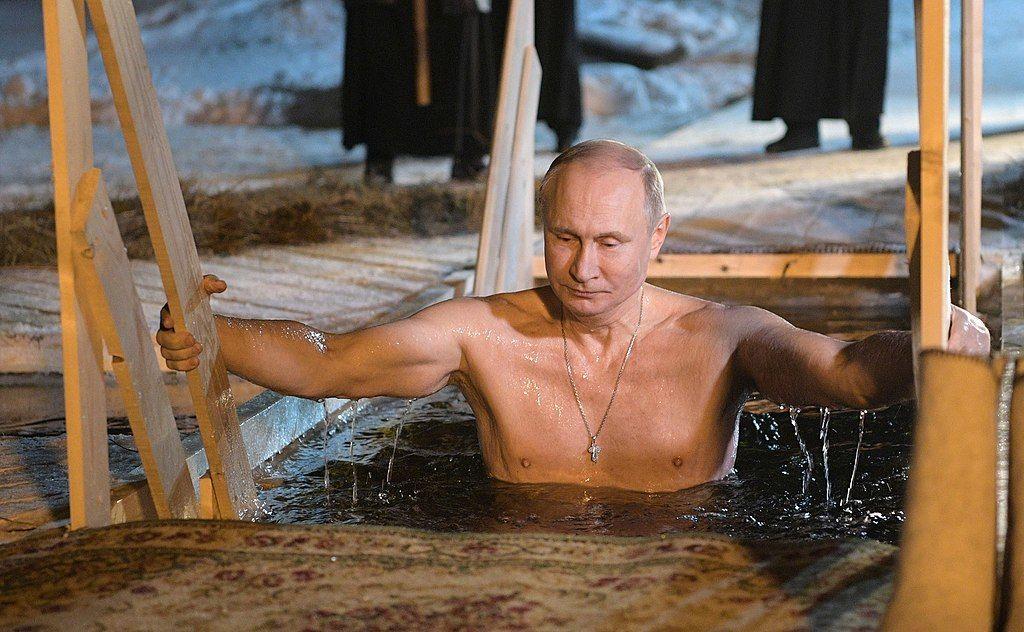 Владимир Путин в Нило-Столобенской Пустыни ©Фото с сайта commons.wikimedia.org