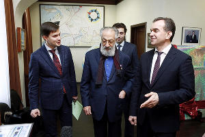 Артур Чилингаров (в центре) и Вениамин Кондратьев ©Фото пресс-службы администрации Краснодарского края