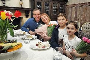 Вениамин Кондратьев с супругой и детьми ©Фото из аккаунта Вениамина Кондратьева в инстаграме, instagram.com/kondratyevvi/