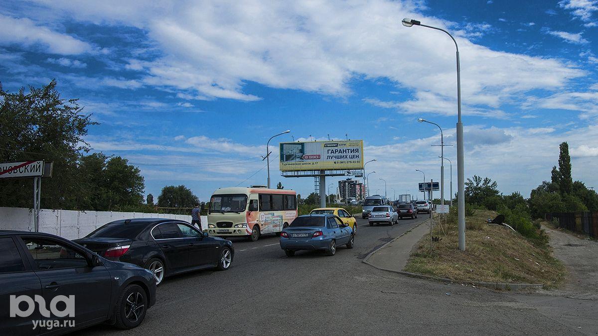 Движение по Яблоновскому мосту достаточно интенсивное практически круглосуточно ©Фото Евгения Мельченко, Юга.ру