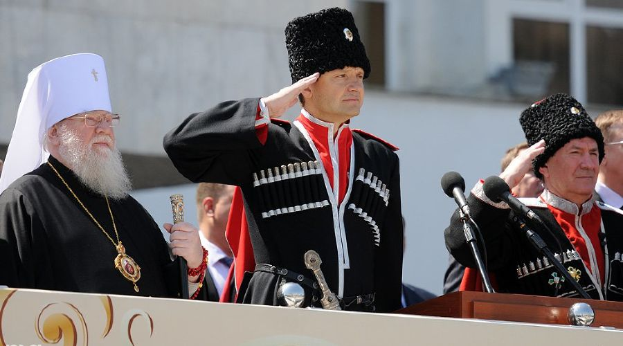Парад казаков в Краснодаре ©Елена Синеок. ЮГА.ру