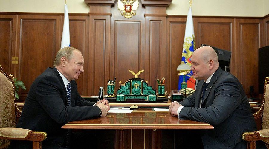 Владимир Путин и Михаил Развожаев ©Фото пресс-службы Кремля