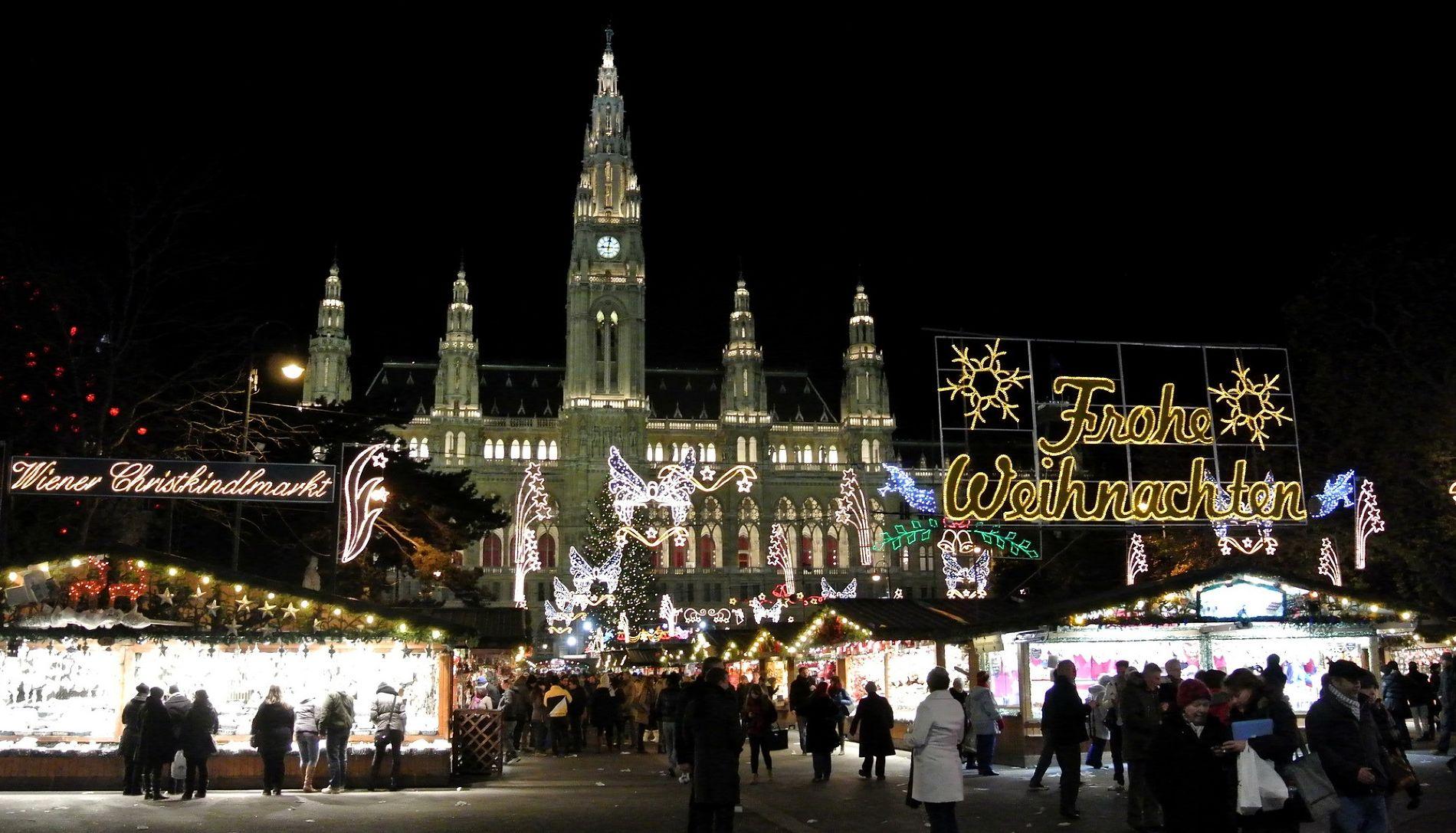 Рождественская ярмарка в Вене ©Фото с сайта commons.wikimedia.org