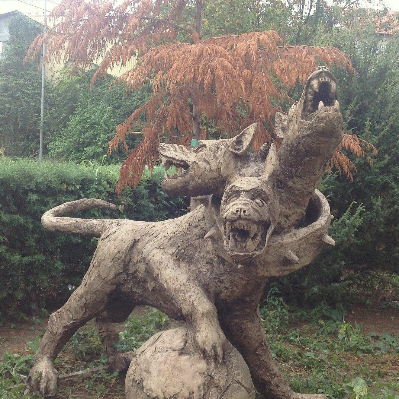 Монумент ввиде пса сфутбольным мячом появился вСочи