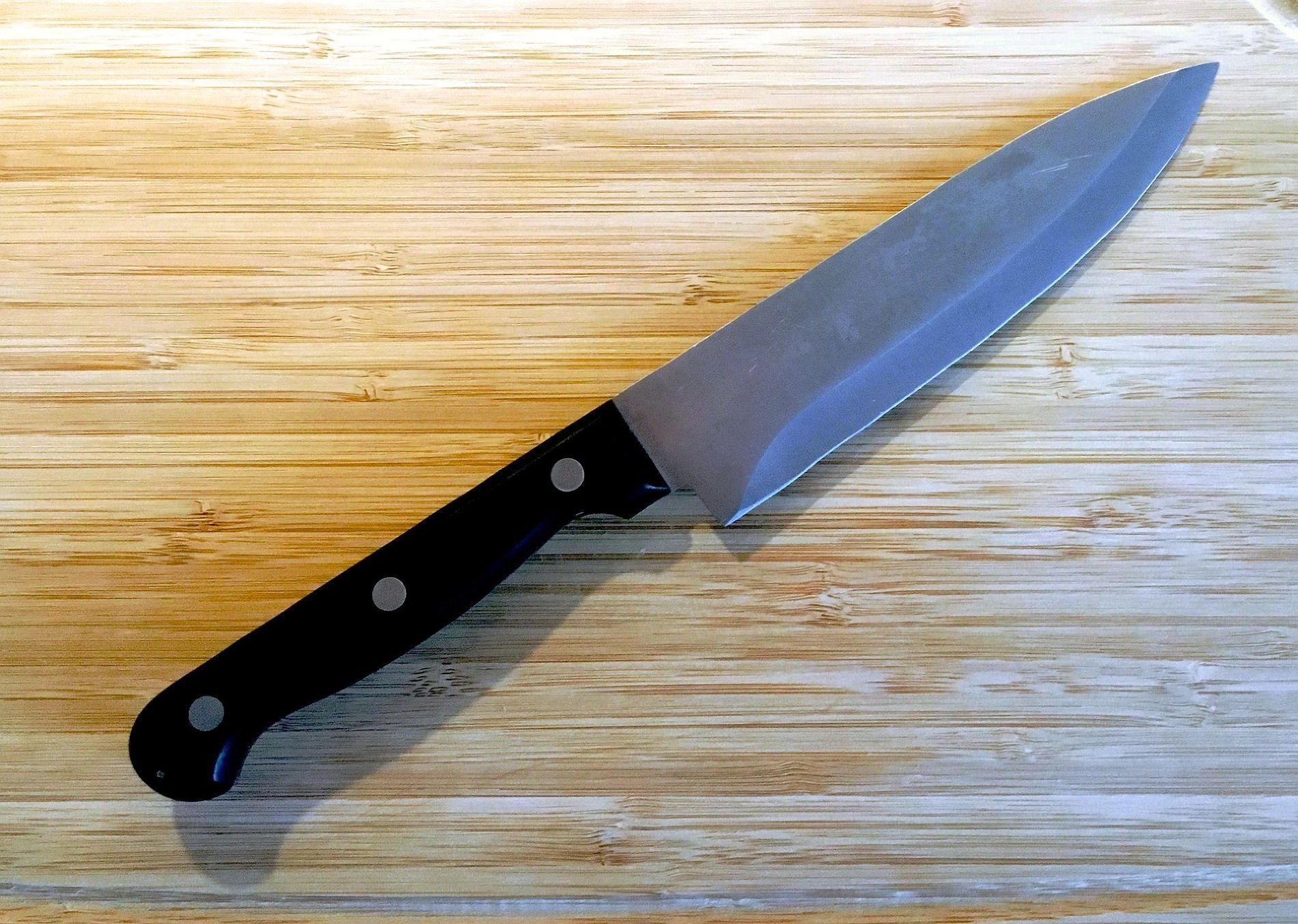 Краснодарец пришел наработу кэкс-жене с 2-мя ножами