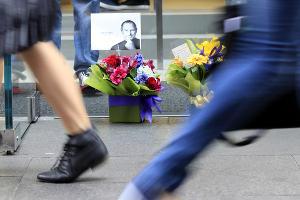 Акция памяти Стива Джобса (Сидней) ©СМИ