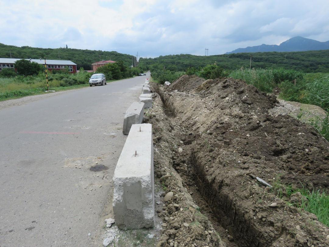 Перекрытая дорога к заводу ©Инстаграм-аккаунт производителя воды «Новотерская», https://www.instagram.com/p/CQq2sjsrigL/