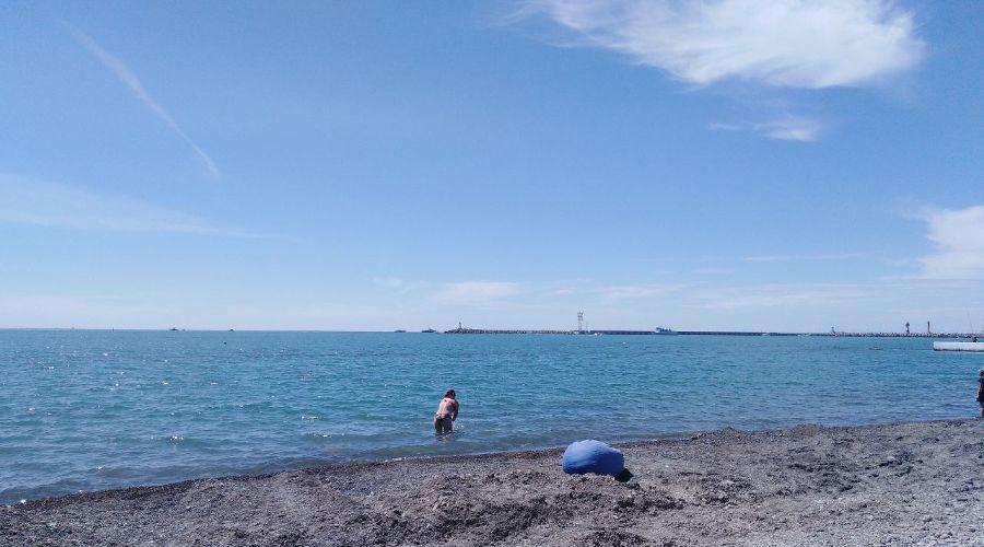 Пляж «Маяк» в Сочи, 6 мая 2021 года ©Иолина Грибкова, Юга.ру