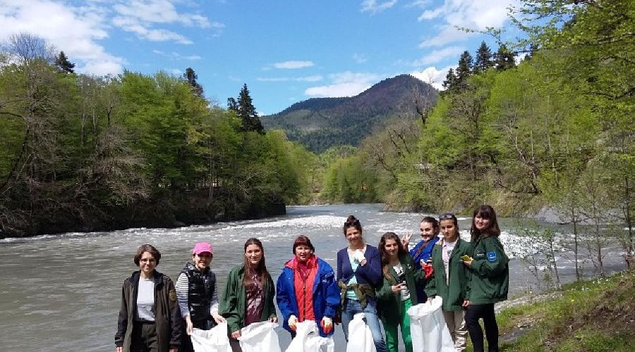 В Адыгее волонтеры собрали более 200 мешков мусора вдоль речных берегов ©Фото Юга.ру