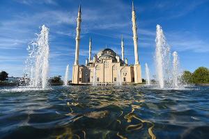 Мечеть «Сердце Чечни» в Грозном ©Фото Елены Синеок, Юга.ру