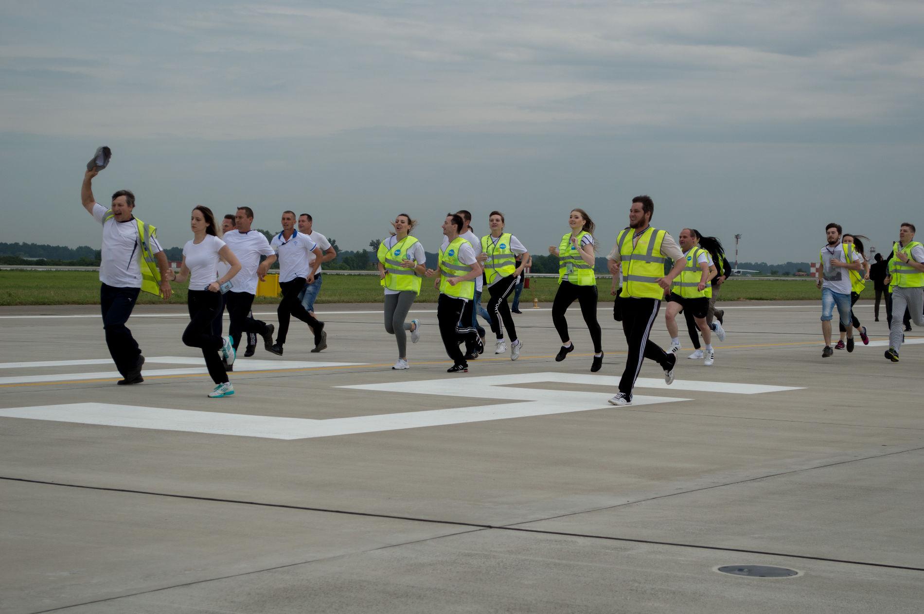 Ваэропорту Краснодара провели тест новейшей взлетно-посадочной полосы