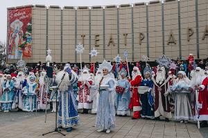 Открытие главной городской елки и парад Дедов Морозов в Краснодаре ©Фото Юга.ру