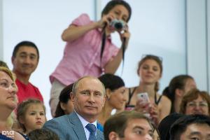 """Владимир Путин на фестивале """"От спортивной семьи к Олимпийской победе"""" в Сочи (июнь 2014) ©Нина Зотина, ЮГА.ру"""