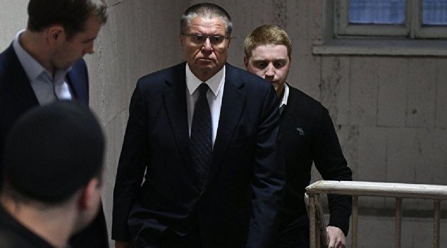 Алексей Улюкаев в здании Басманного суда ©Фото (с) РИА Новости