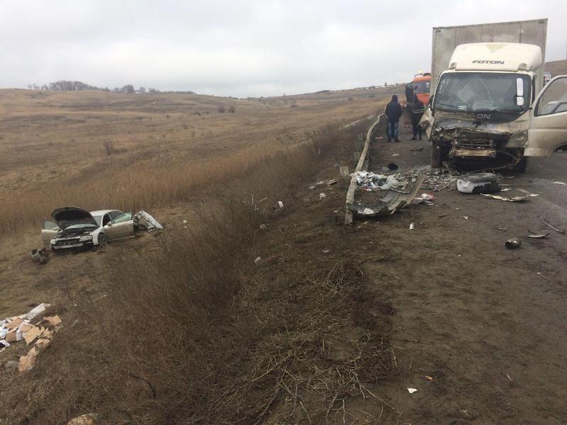 НаСтаврополье втройном ДТП сучастием грузового автомобиля пострадал мужчина