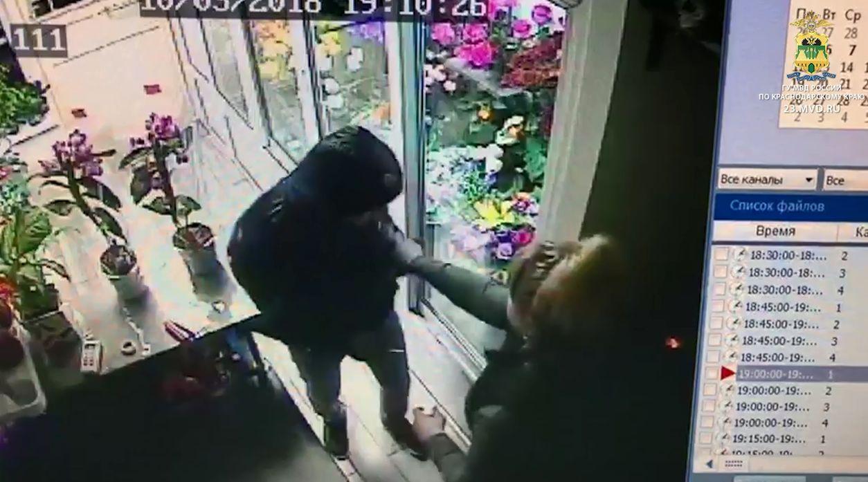 ВАрмавире парень сножом напал на служащих АЗС ицветочного магазина