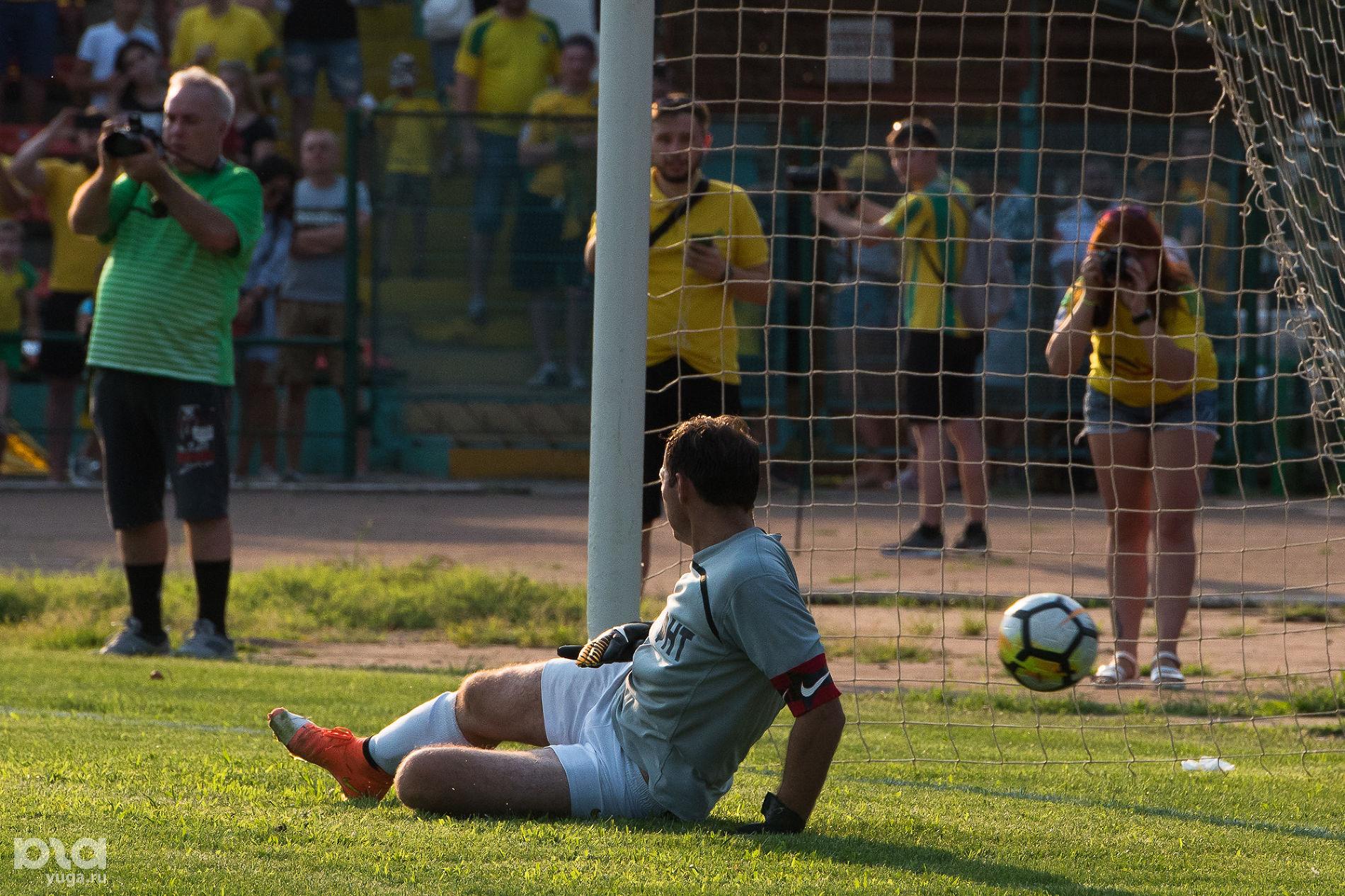 Матч между любительскими командами «Кубань» и «Абинск» ©Фото Елены Синеок, Юга.ру