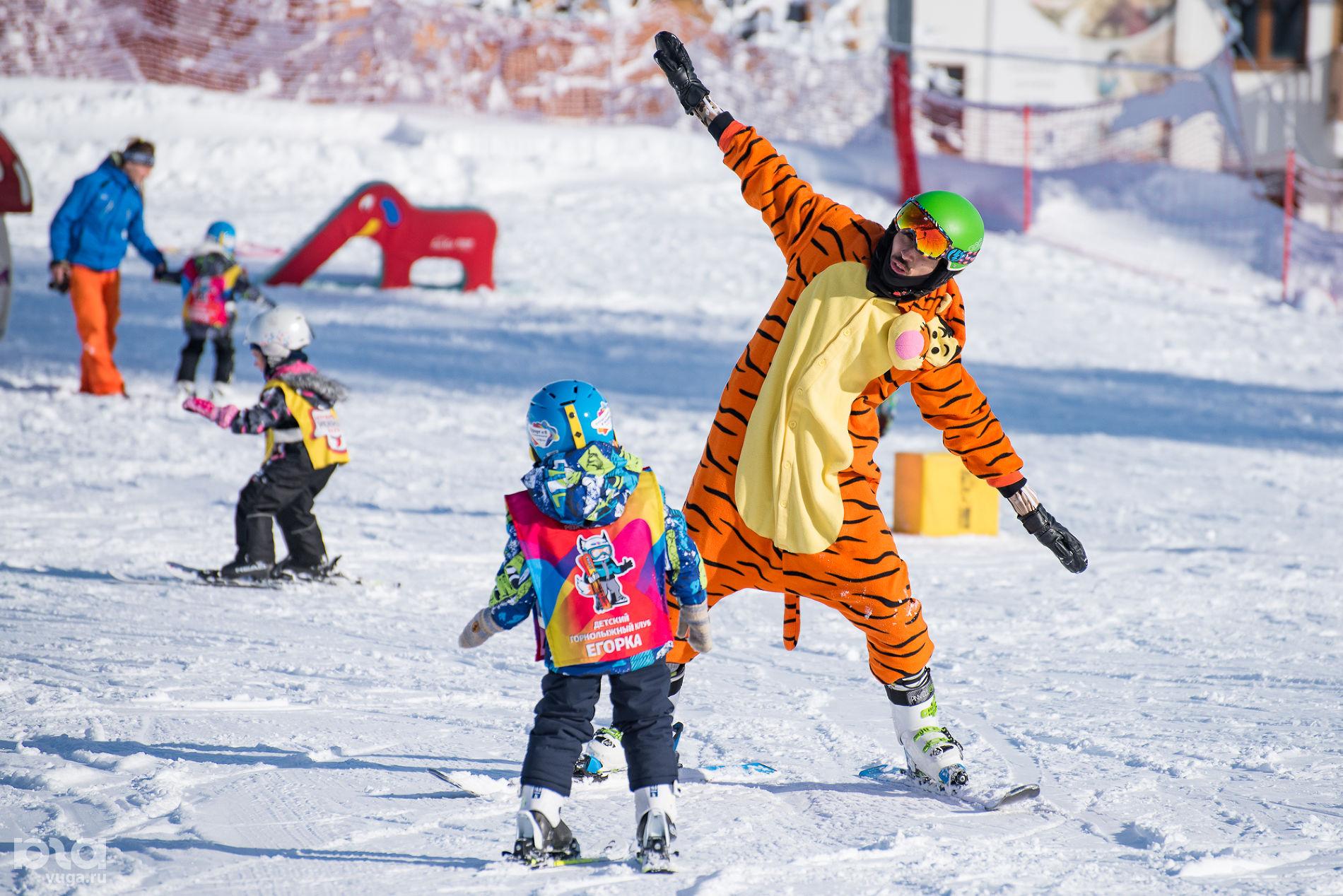 Инструктор ведет занятие в детском клубе ©Фото Екатерины Лызловой, Юга.ру