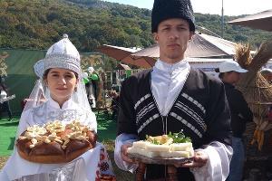 Фестиваль адыгейского сыра ©Фото Елены Малышевой, Юга.ру