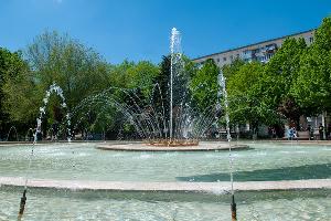 Фонтан в Фестивальном сквере ©Фото Дмитрия Пославского, Юга.ру