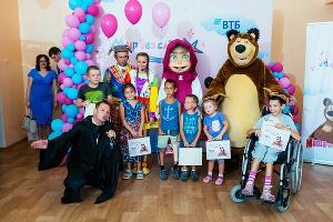 Вручение сертификата детской городской больнице Анапы ©Фото пресс-службы банка ВТБ