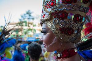 Шествие артистов Королевского цирка в Сочи ©Нина Зотина, ЮГА.ру