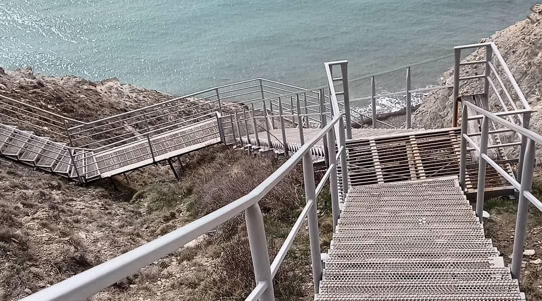 Лестница к морю ©Фото Екатерины Шейкиной, instagram.com/ekaterina_sheikina__